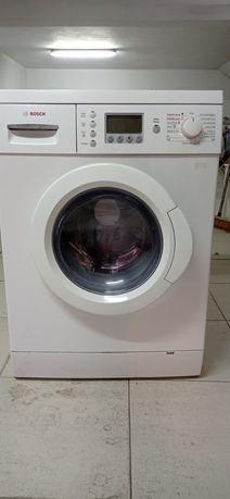 Máquina de lavar e secar avariada