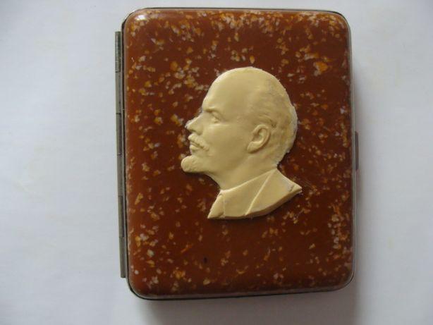 Редкий бакелитовый портсигар с профилем Ленина 1947г.