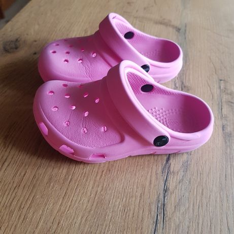 Różowe Crocs'y c7