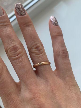 Золотое кольцо с бриллиантом. 16.0 размер.