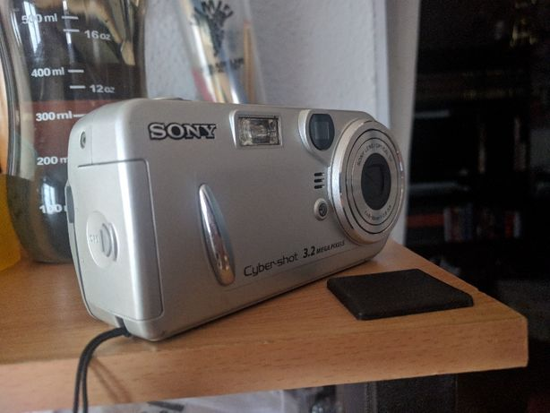 Sony DSCP72 Cyber-shot 3.2MP Digital Camera