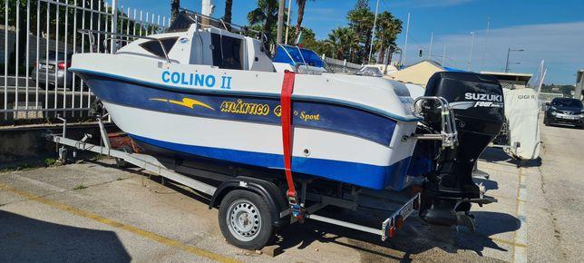 Barco com Motor e Atrelado