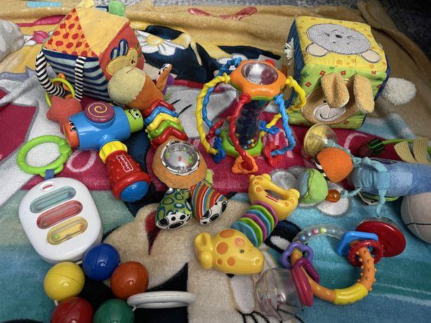 Zestaw grzechotek i zabawek dla malucha