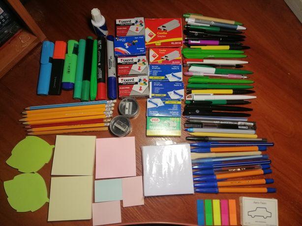 Ручки карандаши маркеры стикеры скобки кнопки папки файлы корректор