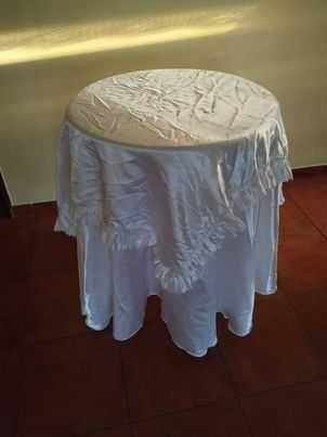 Mesa de madeira  com toalhas