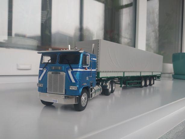Седельный тягач Freightliner FLA с полуприцепом МАЗ-9758 1:43