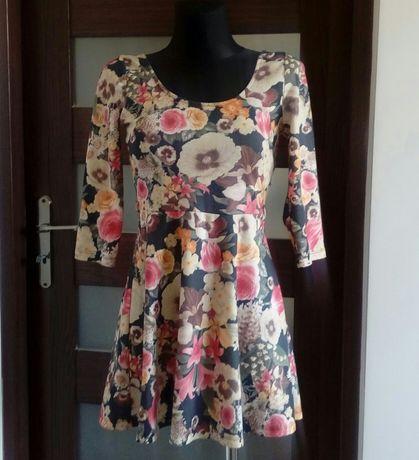 Sukienka Stradivarius S kwiatki