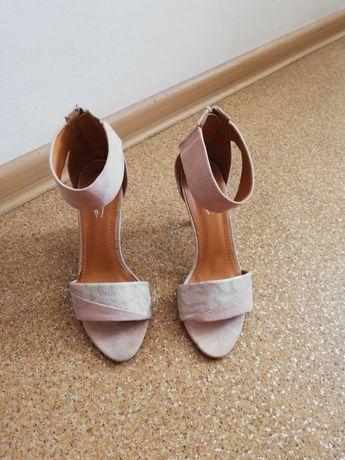 Buty sandały beżowe