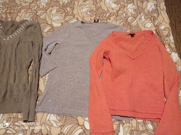 Отдам женские свитера, штаны,брюки,р. 44-46,48 (М-L)