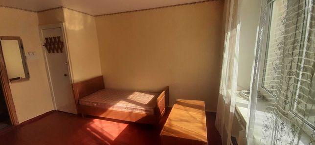 Здається кімната в гуртожитку на Зеленій