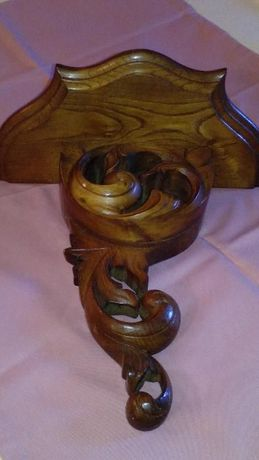 Pianha em madeira maçica trabalhada à mão