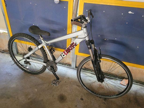 Bicicleta dirt jump mais algumas peças