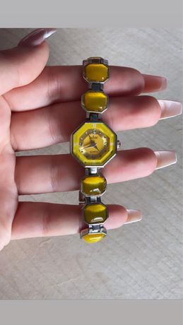 Relogio amarelo
