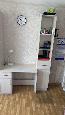 Продам писменный стол с пеналом
