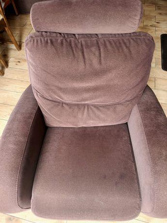 Brązowy wygodny duży fotel rozkładany