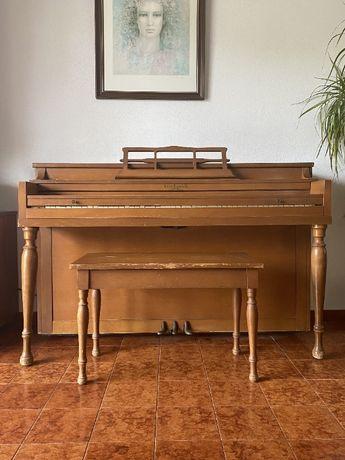 Piano vertical Hallet, Davis & Co. 88 teclas - Mod. Spinet de 1950