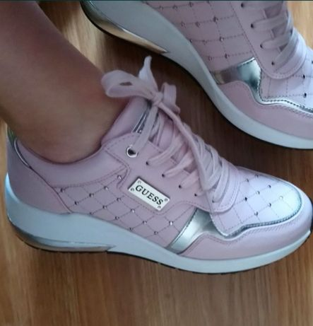 Buty sneakersy Guess