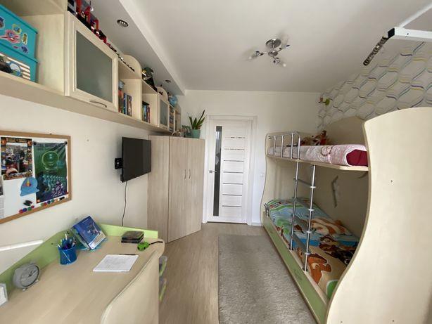 Продається дитяча кімната, меблі, детская комната, стіл, шафа,полички