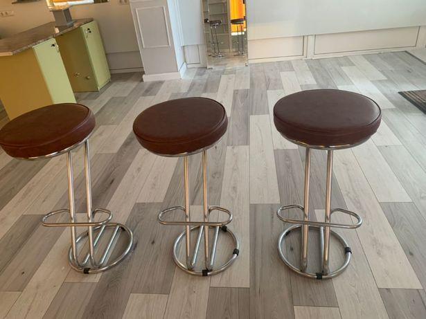 Барні стільці в ідеальному стані