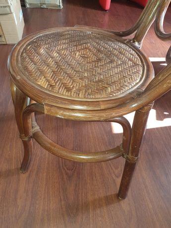 Cadeira com assento em palha