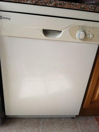 Vende-se máquina de lavar loiça, usada