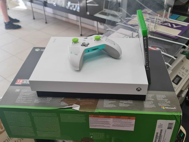 Konsola Xbox ONE X 1TB + gra + pad + okablowanie/ 100% sprawna