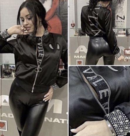 Продам очень красивую легкую куртку AMN