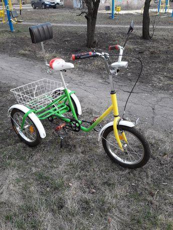 Подростковый трехколесный велосипед.