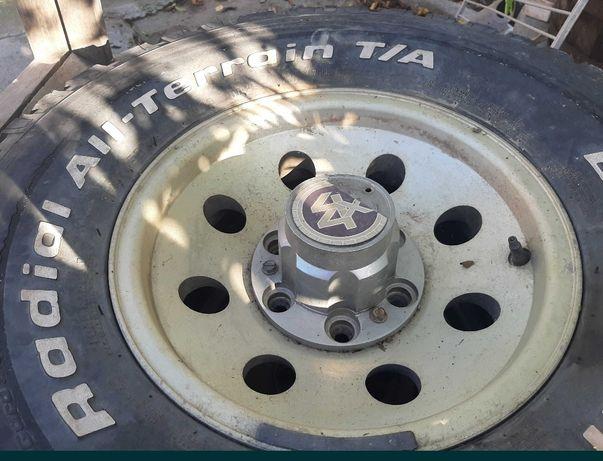Jantes 15 jipe com pneus a meio piso