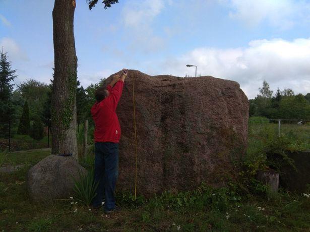 Głaz narzutowy kamien czerwony granit