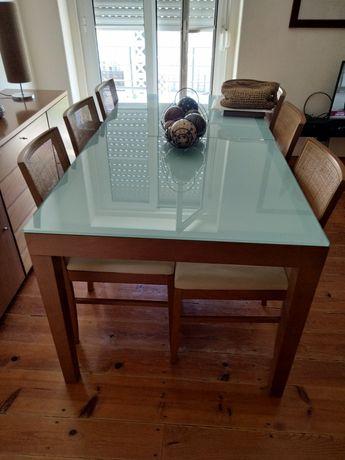Mesa de jantar extensível + oferta de 6 cadeiras (para restauro).