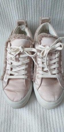 Buty wiązane Zara