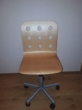 Drewniane krzesło obrotowe