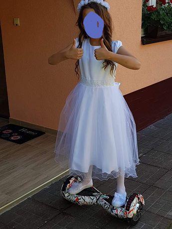 Piękna biała sukieneczka 140