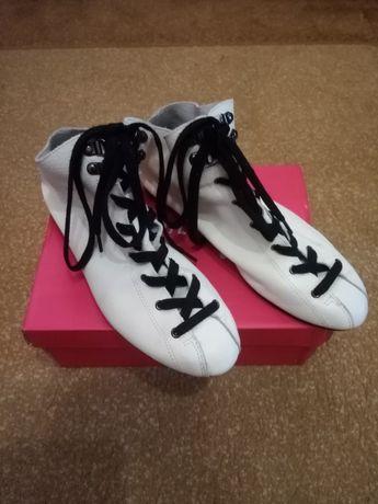 Продам класні кросівки