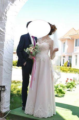 ОтСвадебное платье,в идеальном состоянии,не венчаное после химчистки