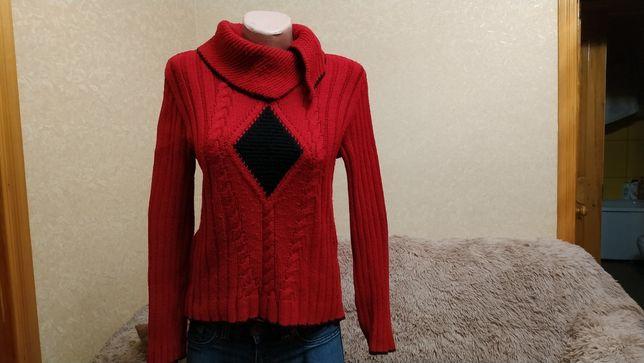 Теплый свитер, красный