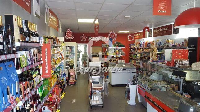 Supermercado para trespasse em S .Mamede Este
