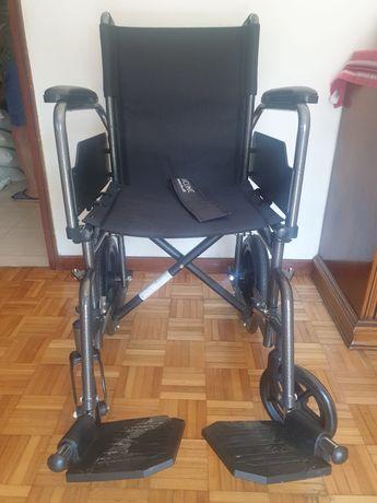 Cadeira de rodas em bom estado