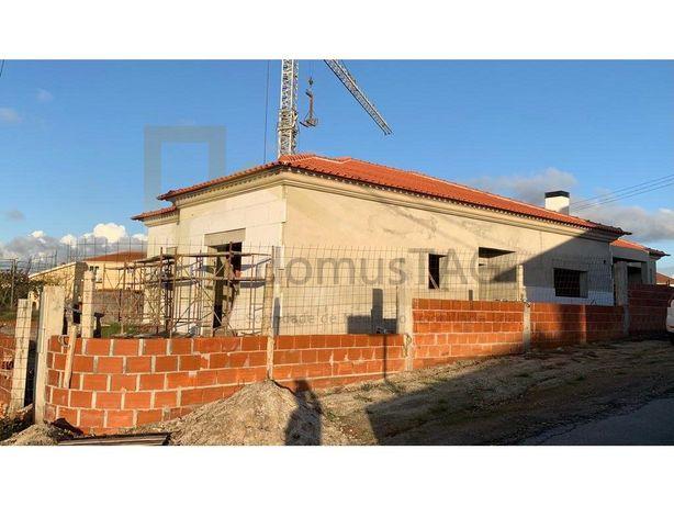 Moradia térrea isolada em construção a 5 m de Aveiro.