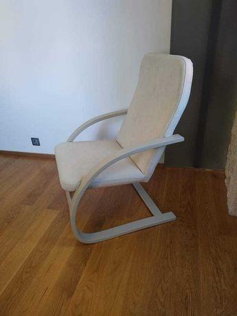 Cadeira de baloiço nova.