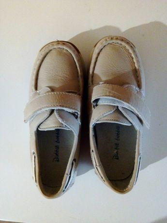 Продам майже нові туфельки.