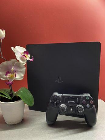 Playstation Slim 1TB 2 pady stacja ładujaca + 4 gry