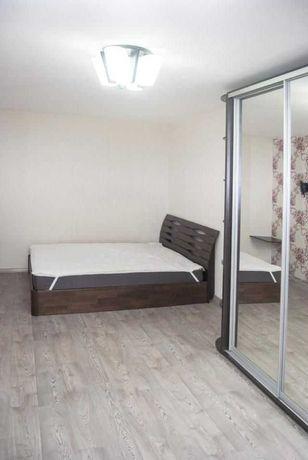 продам 2 комн Бочарова  ремонт и мебель  33 999 у.е