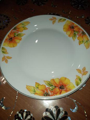 Продаётся набор тарелок