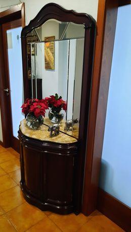 Consola com espelho integrado