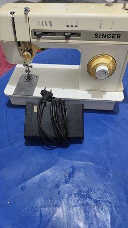Máquina de costura para peças