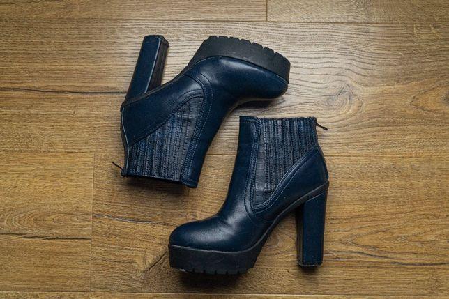 Granatowe stylowe botki buty na obcasie r. 36