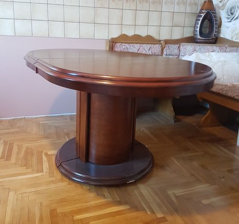 Solidny drewniany stół