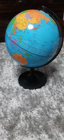 Vendo globo com mapa mundo